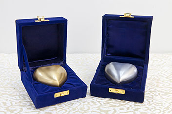 hearted-urns